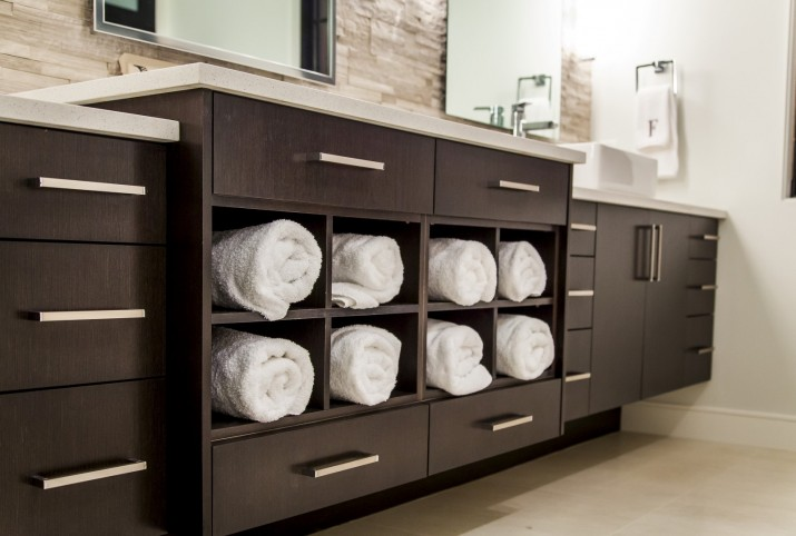 Modern Home Bathroom Storage