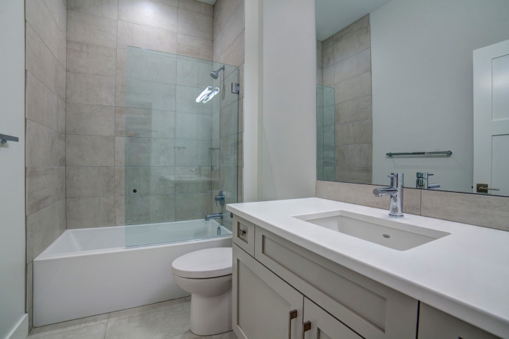 Main Bathroom McKinley Beach - Show Home - Custom Home (13)